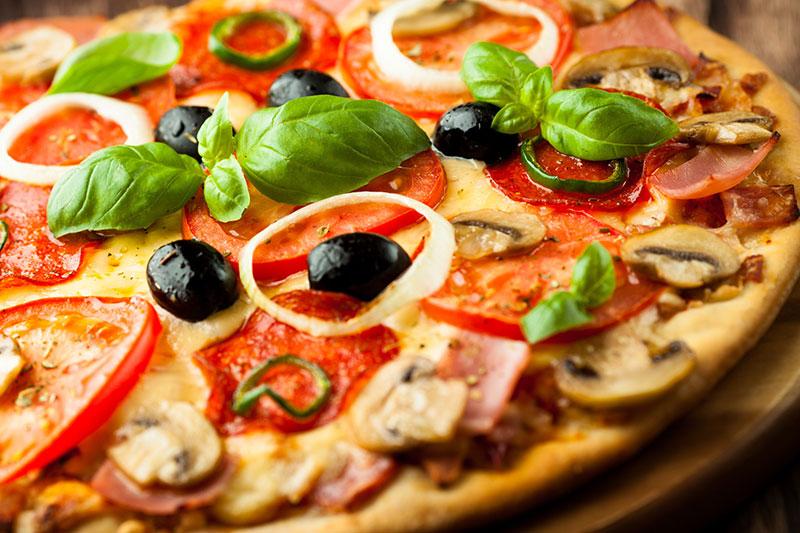 pitstsa-testo-pomidoryi-olivki